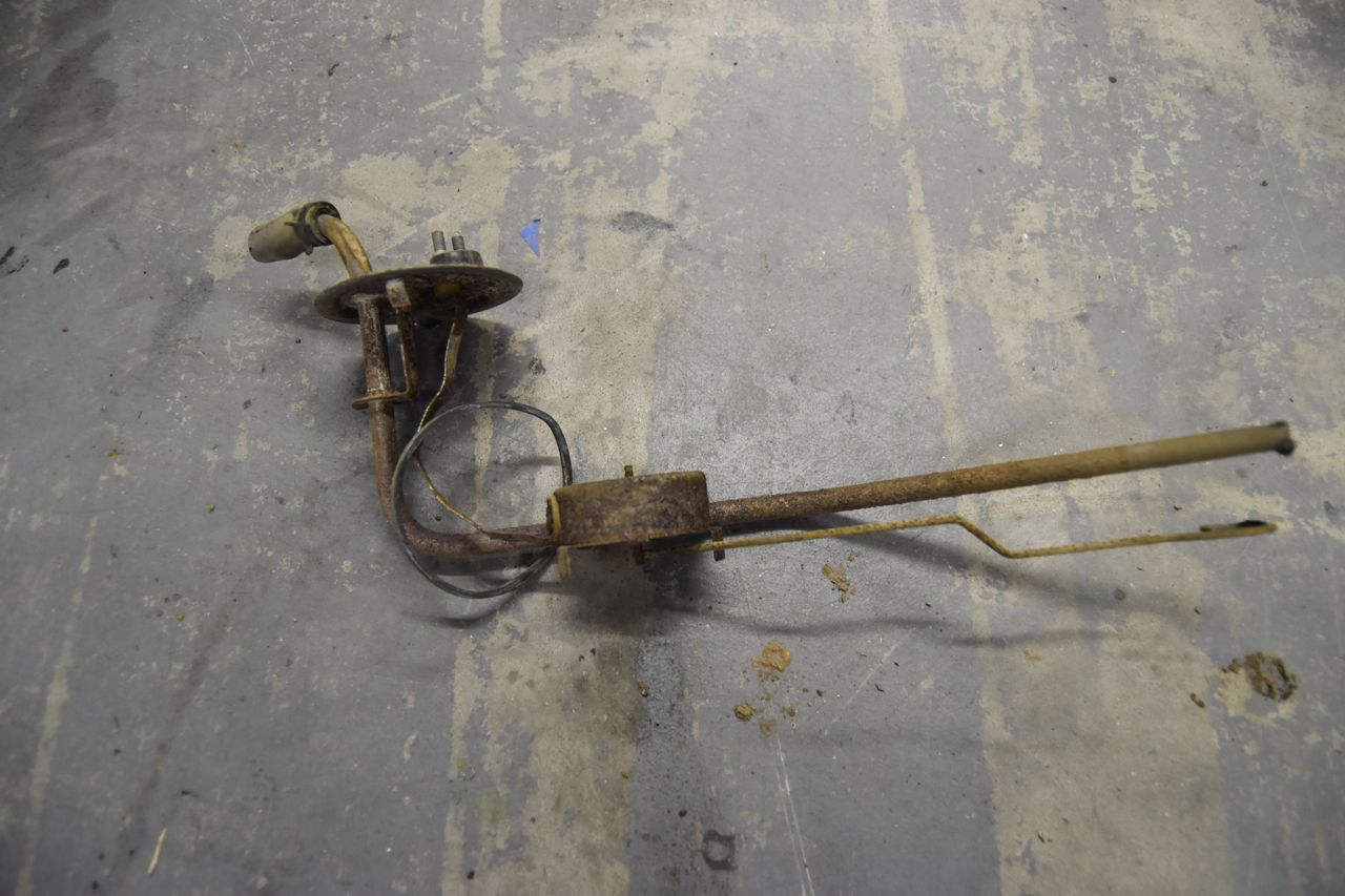 agalaxieworks.com_sites_forum_pics_1968_LTD_Fuel_Tank_Fuel_tank_1.jpg
